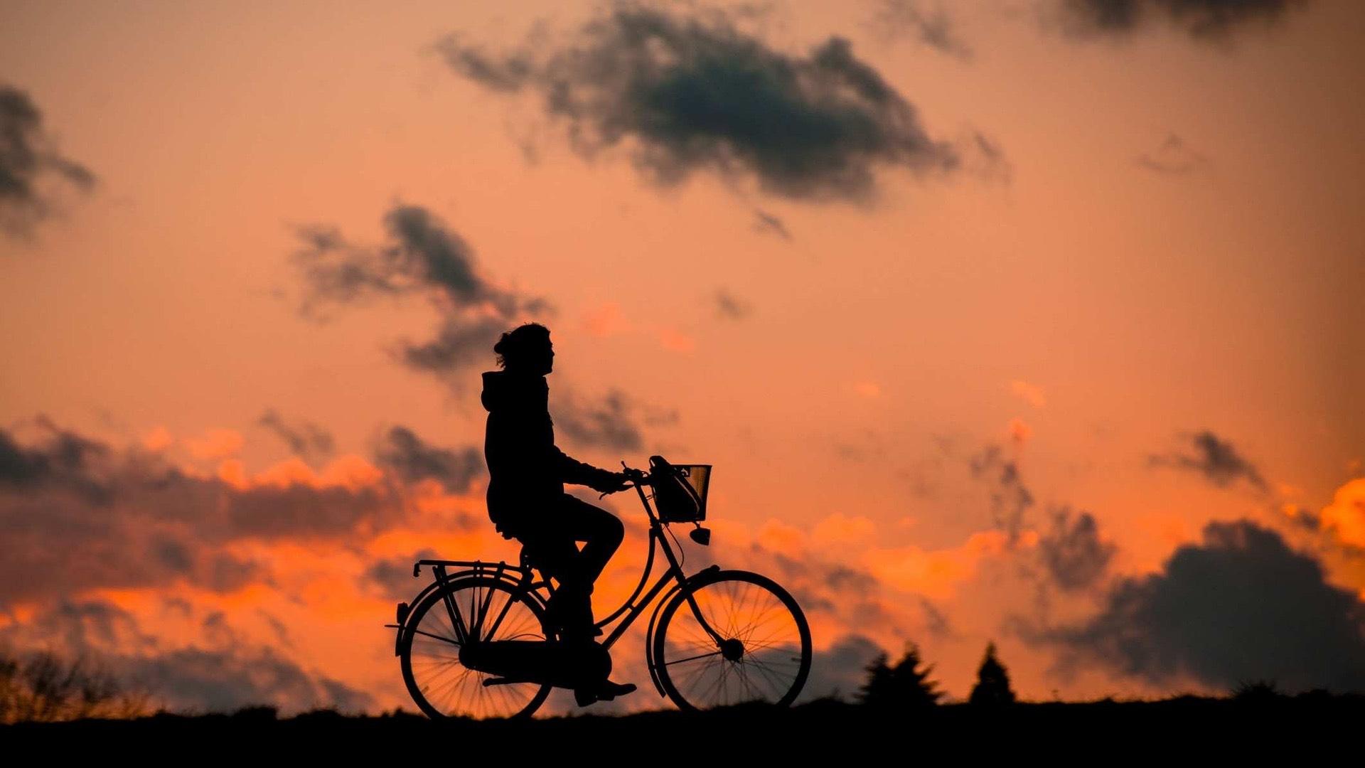 Door weer en wind op de fiets